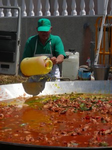 Giant Paella - free food at fiestas